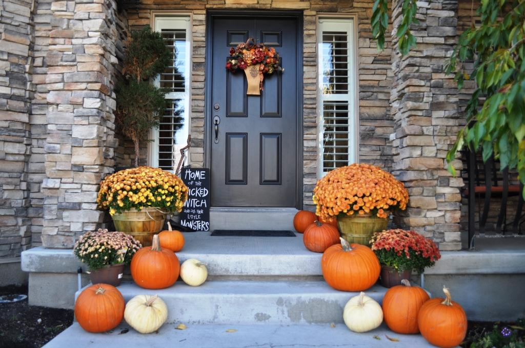 How to Decorate Your For-Sale Home at Halloween